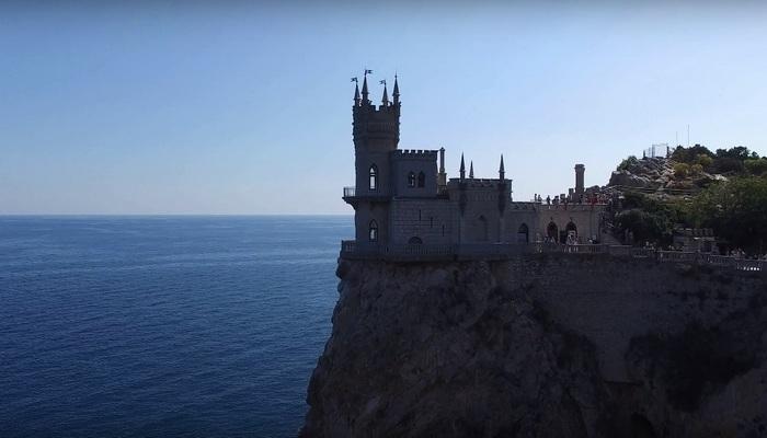 Замок Ласточкино Гнездо в Ялте на мысе Ай-Тодор