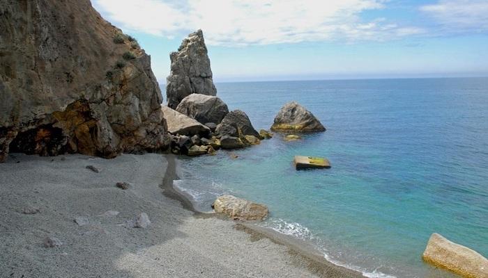Дикий пляж Гаспры