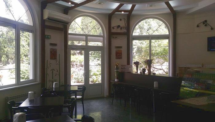 Интерьер магазина Пицца-Суши Шоп в Ялте