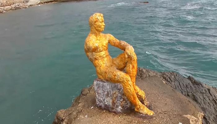 Набережная Фороса скульптура Алеша