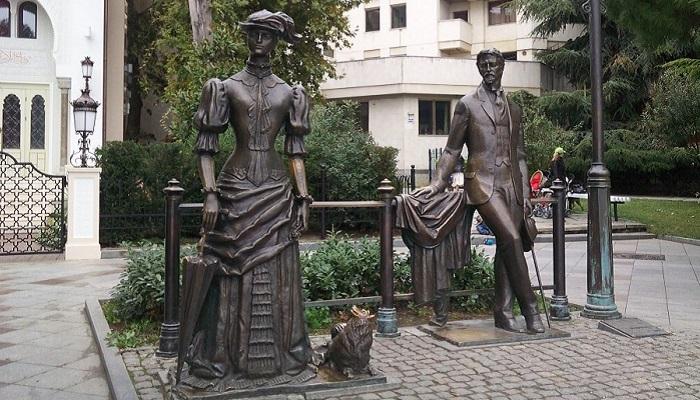 Памятник Дама с собачкой набережная Ялты