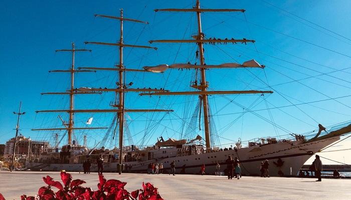 Парусный корабль набережная Ялты