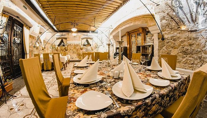 Фото Кавказский ресторан в царских конюшнях