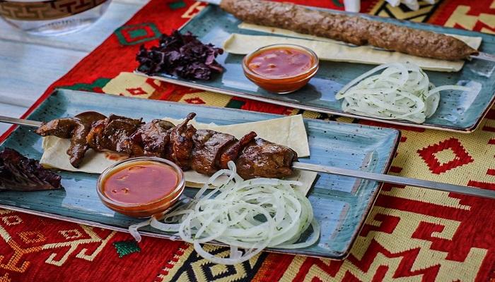 Крымско татарский шашлык в Бахчисарае