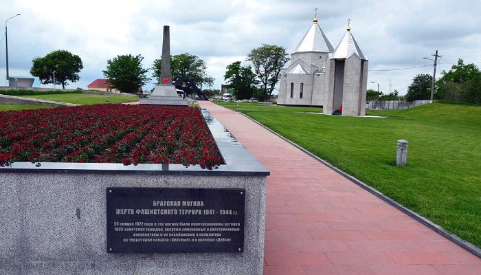 Мемориальный комплекс село Мирное братская могила