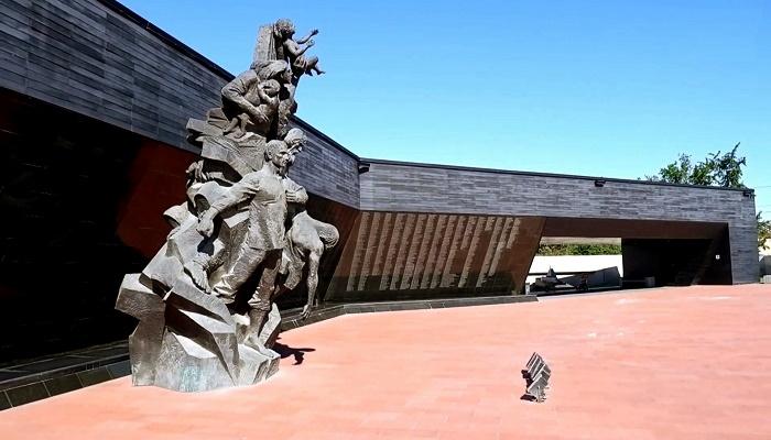 Памятник жертвам концлагеря Красный в Симферополе