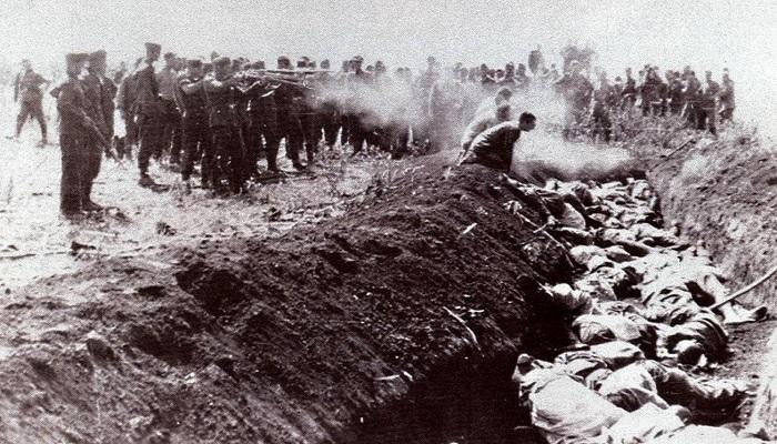 Расстрел фашистами советских граждан в концлагере Красный