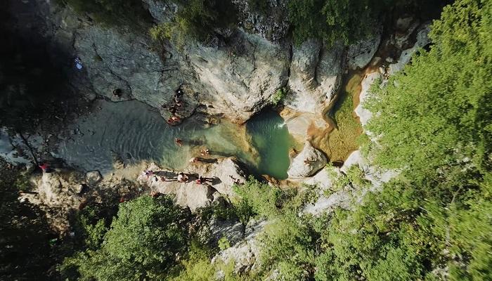 Ванна молодости фото с высоты Большой каньон Крым