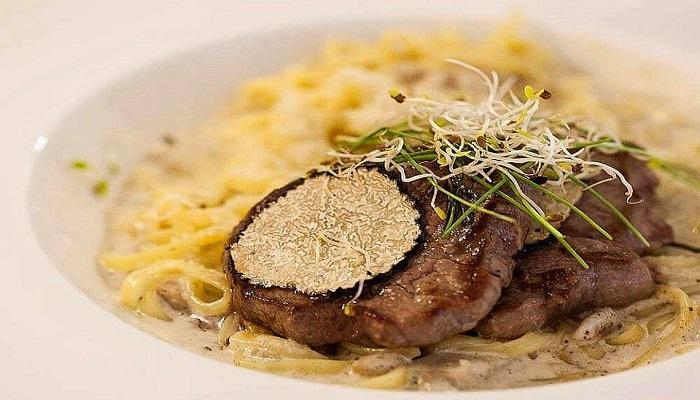 Мясо с трюфелем ресторан Мадам ЖуЖу в Евпатории