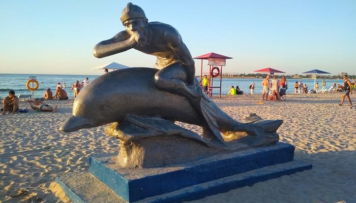 Памятник Ихтиандру на набережной Черноморского