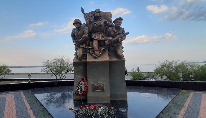 Памятник Морским десантникам в Керчи