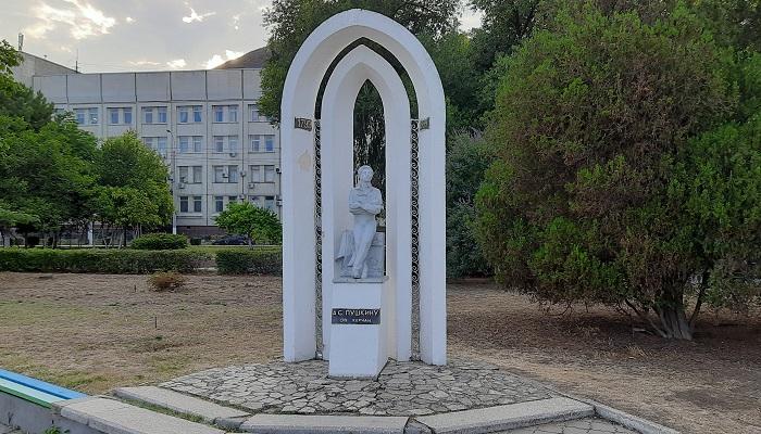 Памятник Пушкину в Керчи