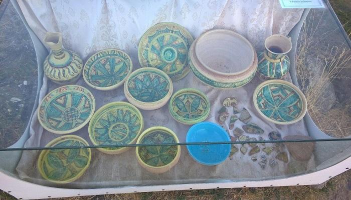 Фото Посуда найденная при раскопках в крепости
