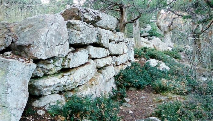 Фото Остатки крепостной стены Харакса