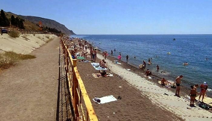 Пляж поселка Морское Крым