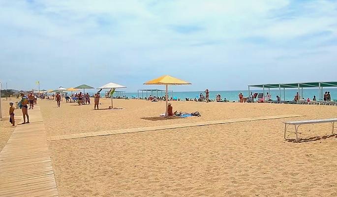 Пляж в городе Саки Крым