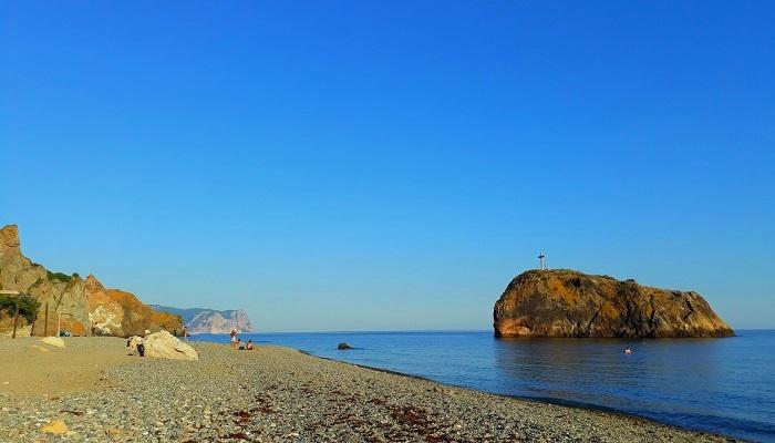 Галечный пляж Севастополя