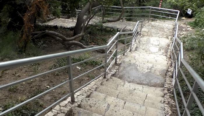 Лестница на Яшмовый пляж Георгиевского монастыря Фиолент