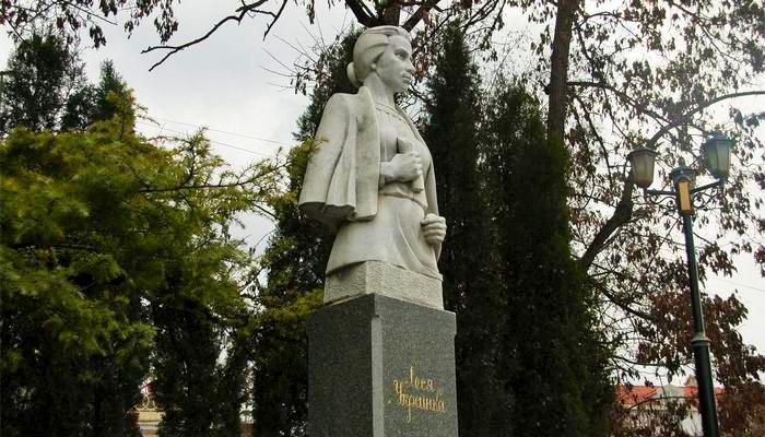 Памятник Лесе Украинке в Балаклаве