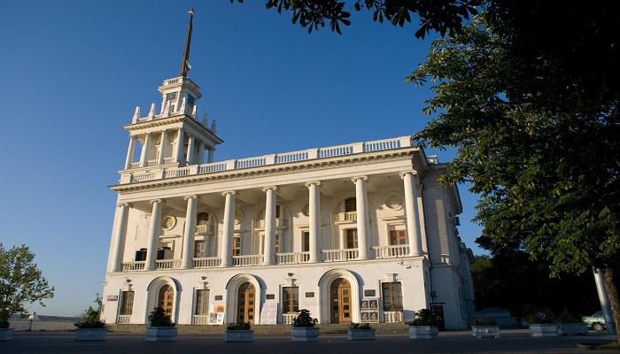 фото Театр имени Лавренева в Севастополе