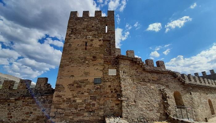 Башня Коррадо Сигала Судакской крепости