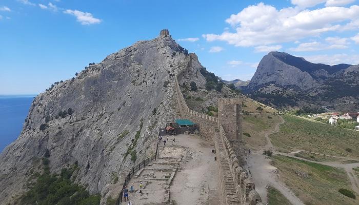 Стены Судакской крепости в Крыму