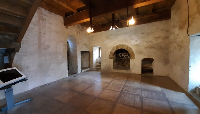 Зал с камином в Консульском замке Судакской крепости