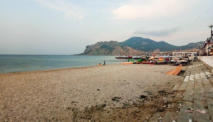 Пляж кемпинга Карамель в Коктебеле