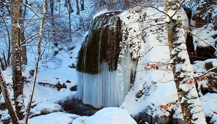 Фото Зимой превращался в Хрустальный водопад