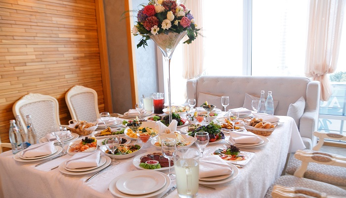 Фото Банкетный стол в кафе Корона Ялта