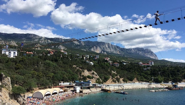 Подвесной мост на скалу Дива в Крыму